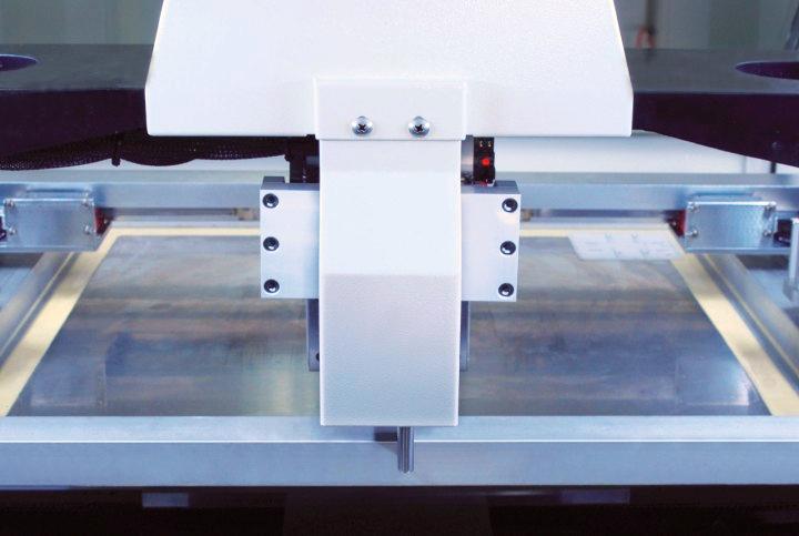SP800 - Sistema de posicionamento automático do stêncil